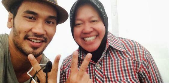 Walikota Surabaya Risma bersama JFlow Salam 2 Jari