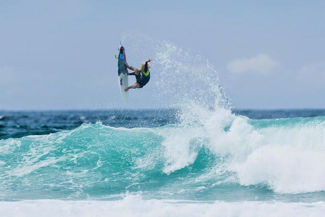 49 Quiksilver Pro Gold Coast 2015 Garrett Parkes Foto WSL Kelly Cestari
