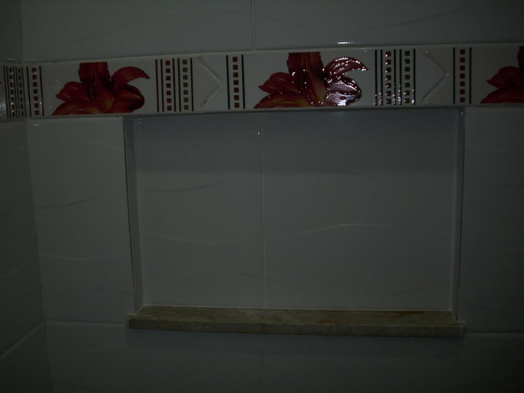 Saga do Banheiro V: Acabamentos Construindo Nossa House #595774 1024x768 Banheiro Com Janela No Teto