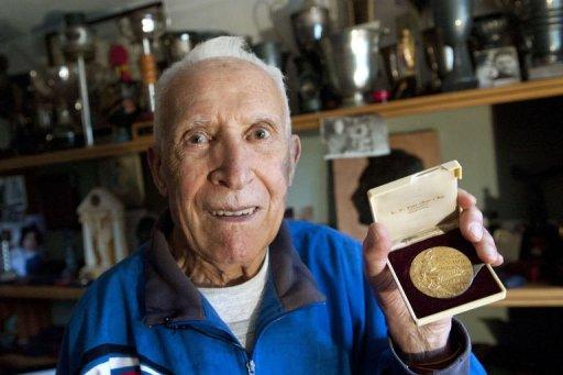 Le vainqueur du marathon des J.O. d'été de 1956 à Melbourne n'est pas en <b>...</b> - blog%252B-Mimoun%252BAlain_gold%252Bmedal