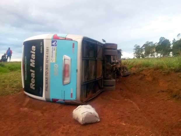 Polícia afirma que passageiros tiveram ferimentos leves (Foto: Edivaldo Braga / Blog do Braga)