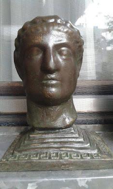 SUVENIR-figurica:  Car Konstantin izrađena od jakog materijala,visina 13 cm