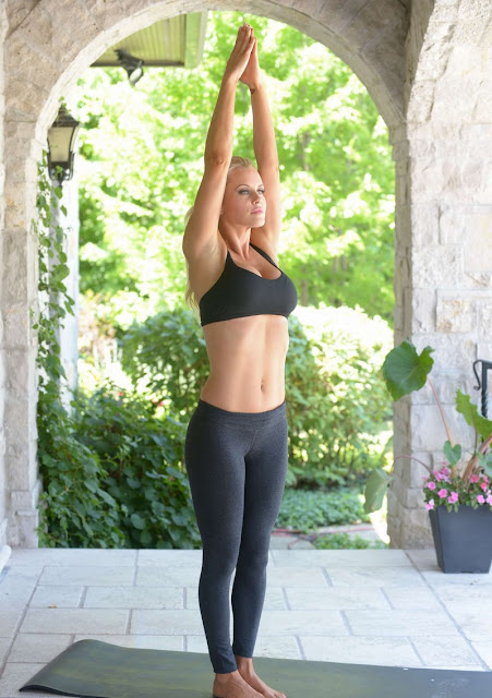 JENNY MCCARTHY SPICES UP WORKOUT