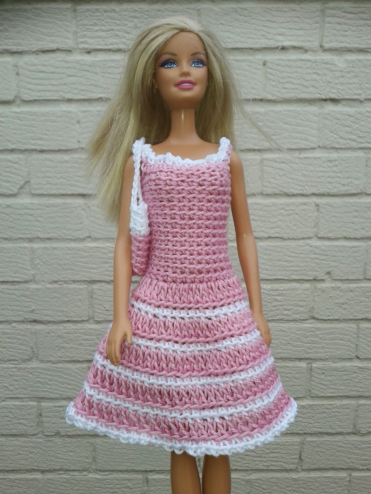 Crocheting Doll Clothes : Lyns Dolls Clothes: Barbie Crochet Dress