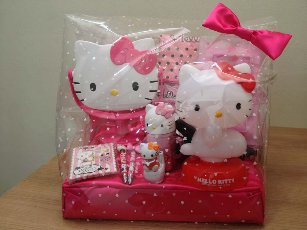 Kado Valentine Hello Kitty