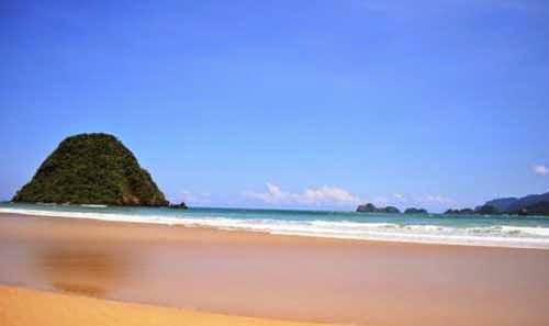 Pulau Merah - tempat wisata di banyu wangi