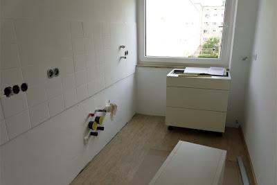 Küchenumbau und Küchenrenovierung, neuer Boden, Schrank ergänzen und Arbeitsflächen erweitern