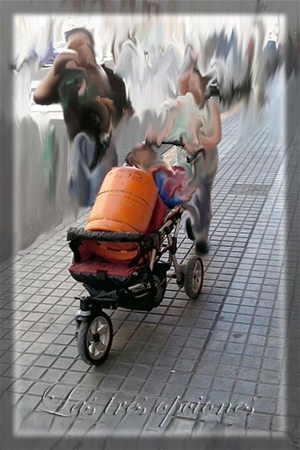 Cochecito bebés con botella de butano