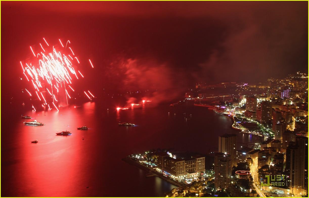 http://4.bp.blogspot.com/-qgV1ANDc8cs/ThASpgSKPNI/AAAAAAAAK1s/cpzRbeYt2P8/s1600/prince-albert-princess-charlene-wedding-dinner-fireworks-09.jpg
