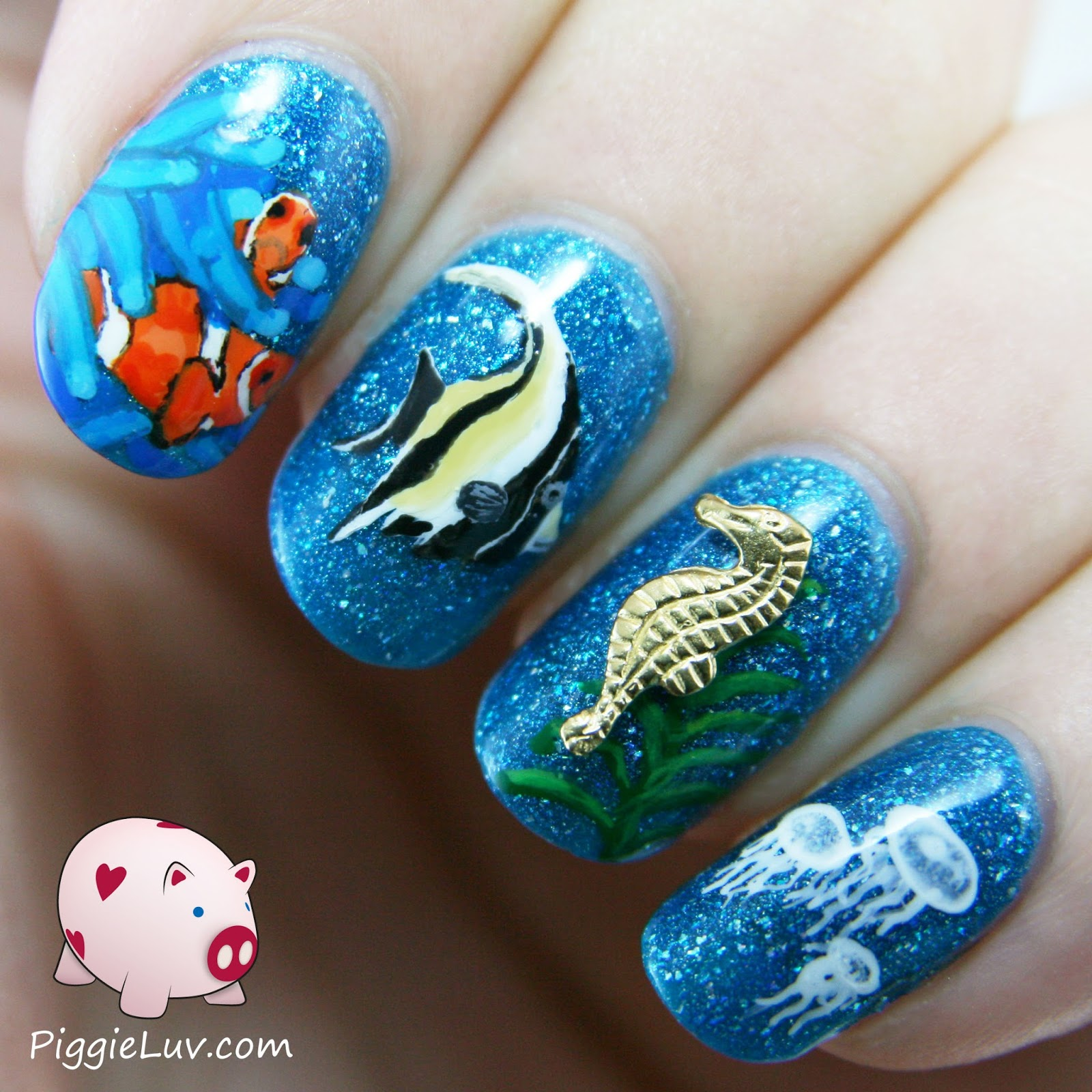 PiggieLuv: Feeeshes! Sea life nail art with sea horse charm