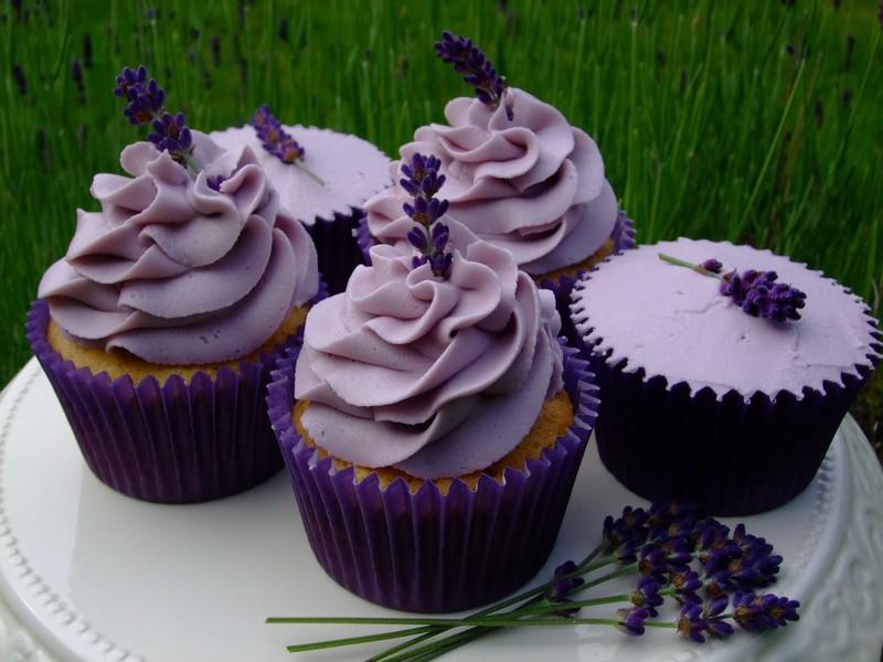 Recept: Levanduľové cupcakes plnené citrónovým krémom (lemon curd)