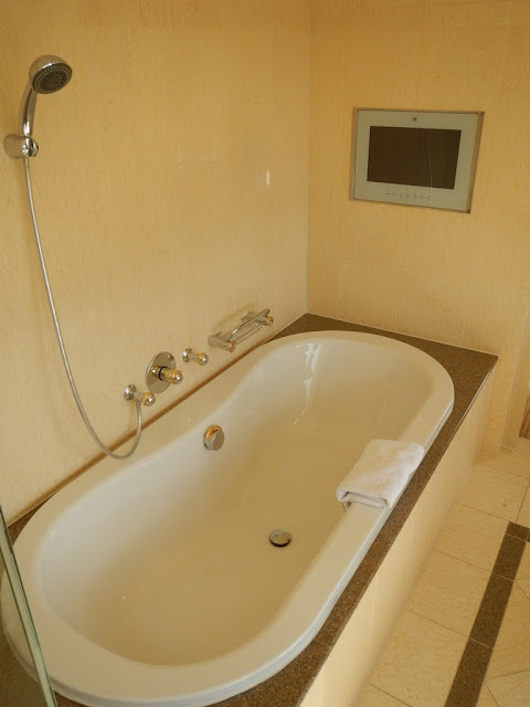 Okura Hotel Amsterdam bath