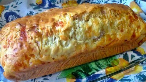 http://www.ladulzurademari.es/2015/05/bizcocho-salado-queso-jamon-serrano.html