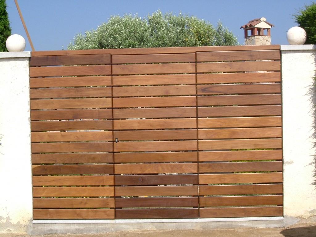 Forrar puerta de hierro con madera