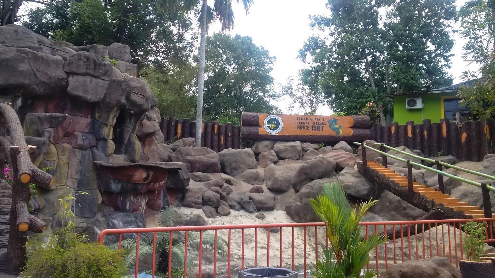 taman buaya melaka, crocodile farm melaka, tourism, travel, reptile house, melaka attractions, water park playground