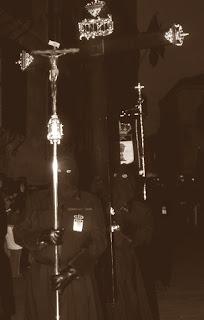 """Cristo de """"palo de rosa"""" y Cruz de Guia. Revista Real Cofradía del Santísimo Sacramento de Minerva y la Santa Vera Cruz. León. 2005."""