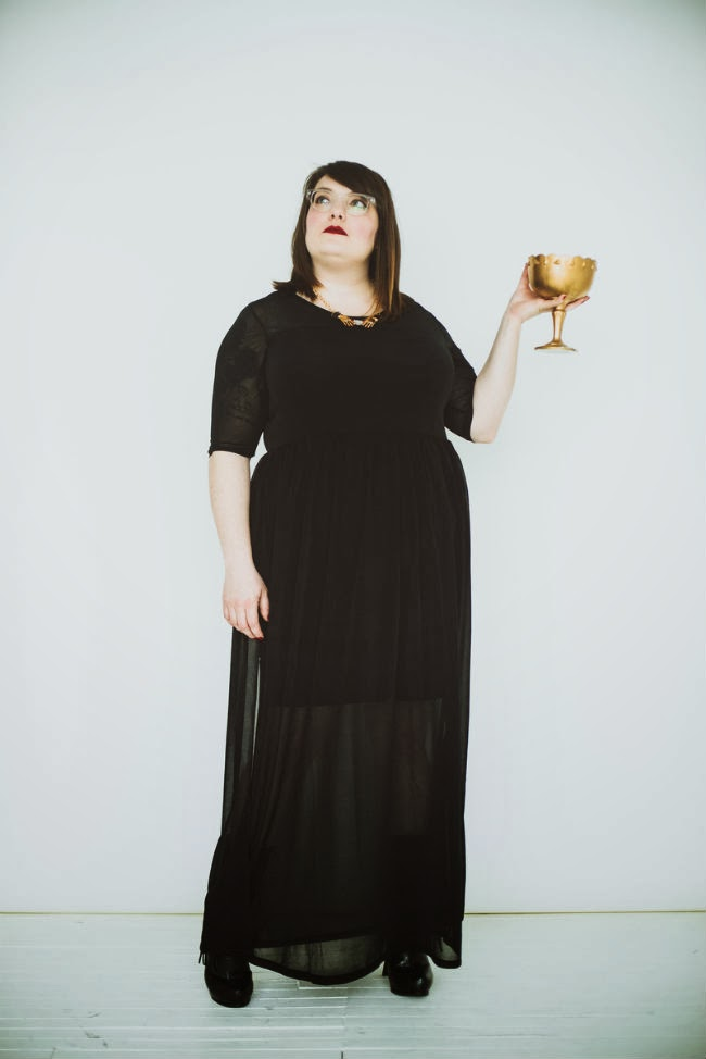 black dress, H&M, plus size, blogger