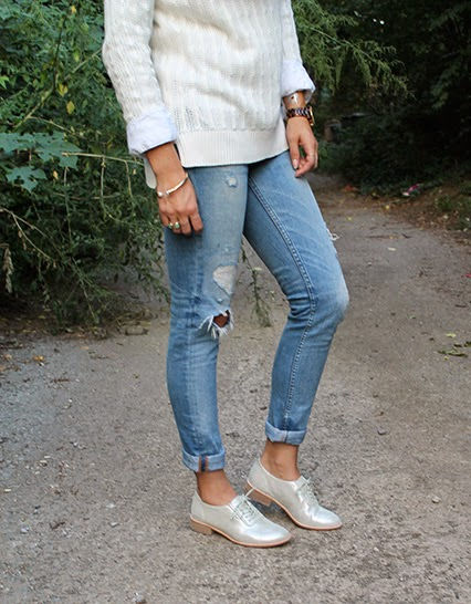 winter whites, fall whites, fall fashion, sparkly oxfords, silver oxfords, juicy couture jeans, distressed jeans, white sweater, perfect white button down, red lips, nars red matte lipstick, nashville blogger, fashion blogger, judith bright ring