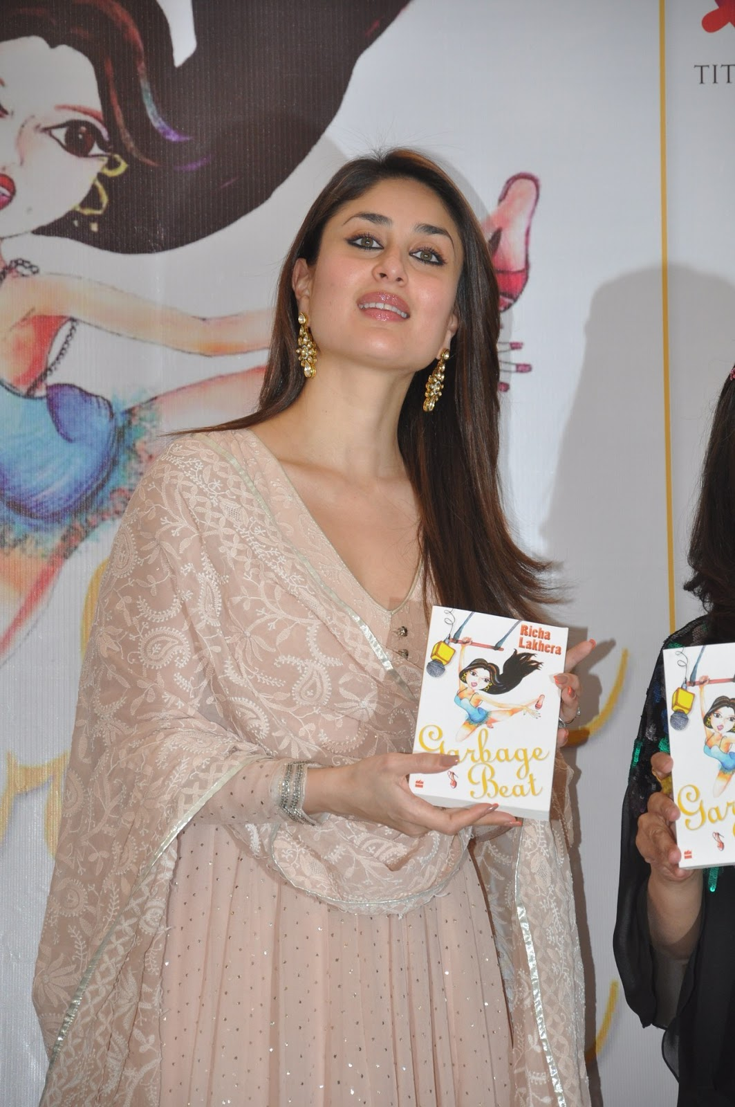 Kareena Kapoor Looks Drop Dead Gorgeous At The 'Garbage Beat' Book Launch In Mumbai