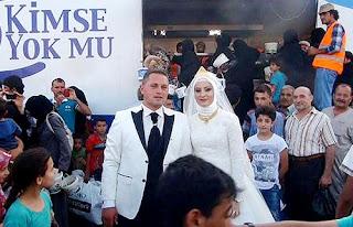 Fethullah Üzümcüoğlu and bride Esra Polat