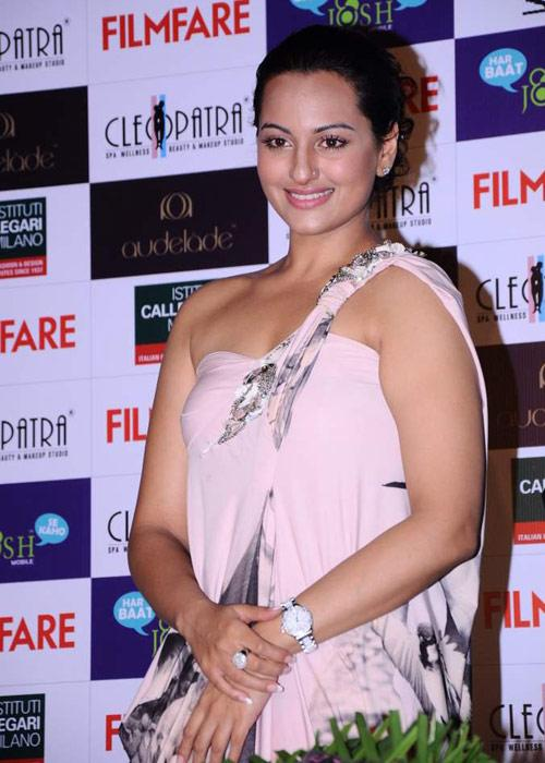 sonakshi sinha a function hot images