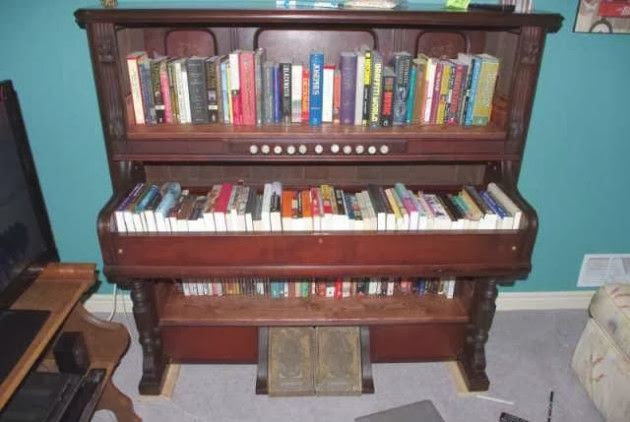 The old piano upcycled as bookshelf. Quiet creative ???