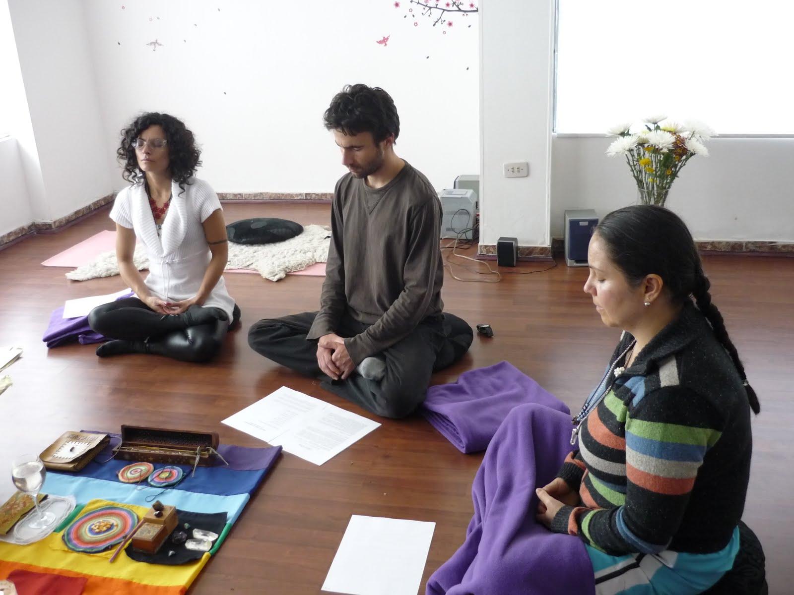 Cantos Arquetípicos en Happy Yoga