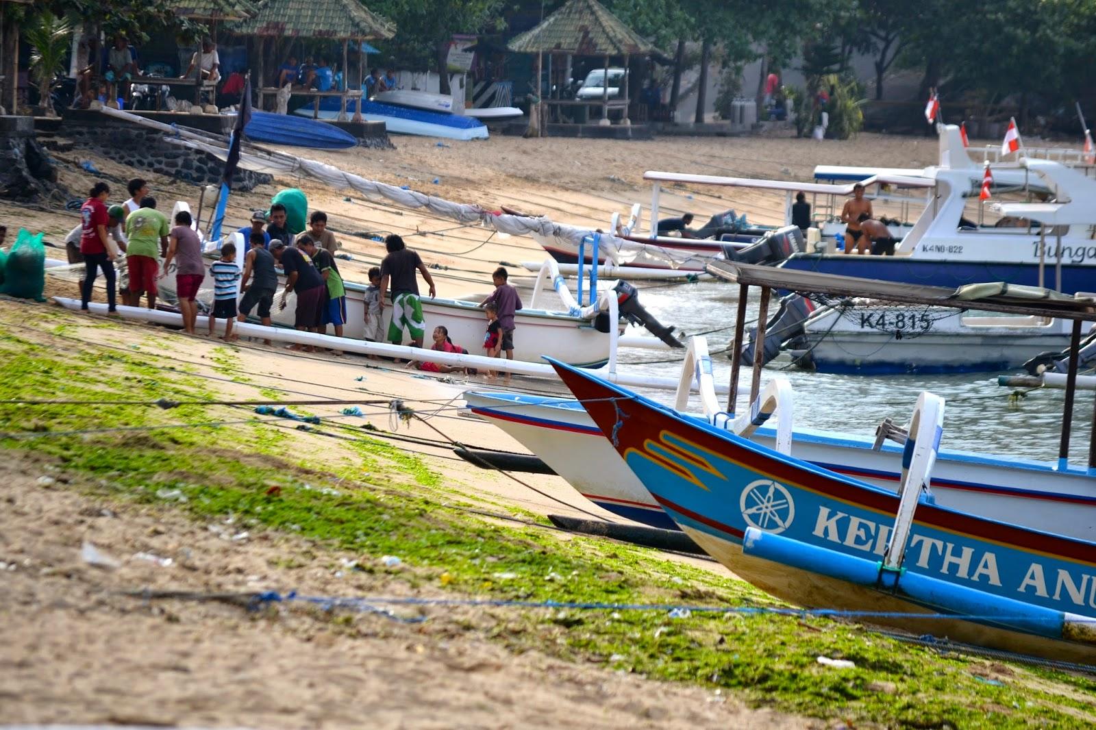 pescadores del puerto de Denpasar, Bali, Indonesia