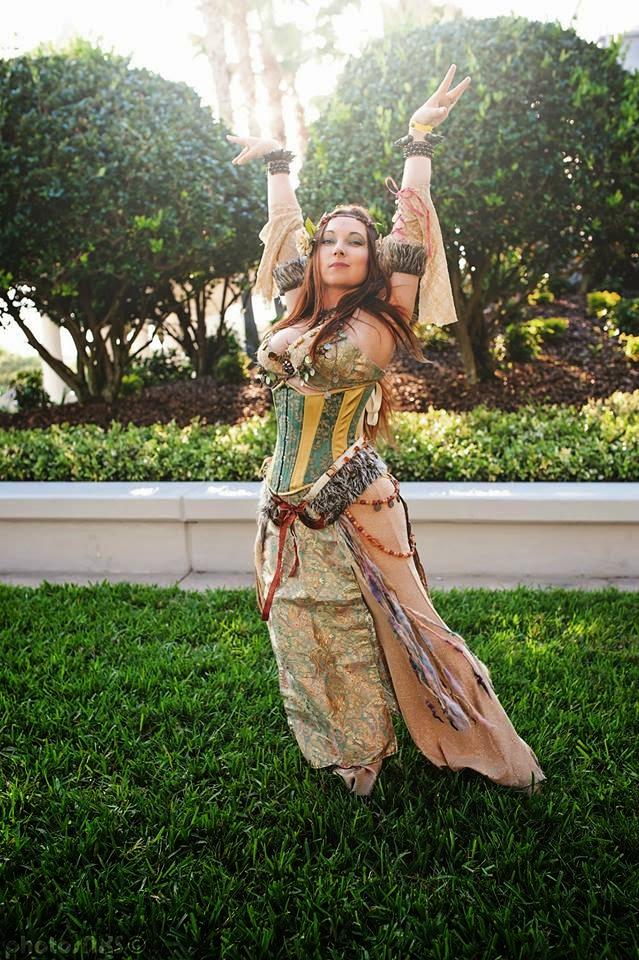 photo de cosplay féminin sexy d'une danseuse du ventre