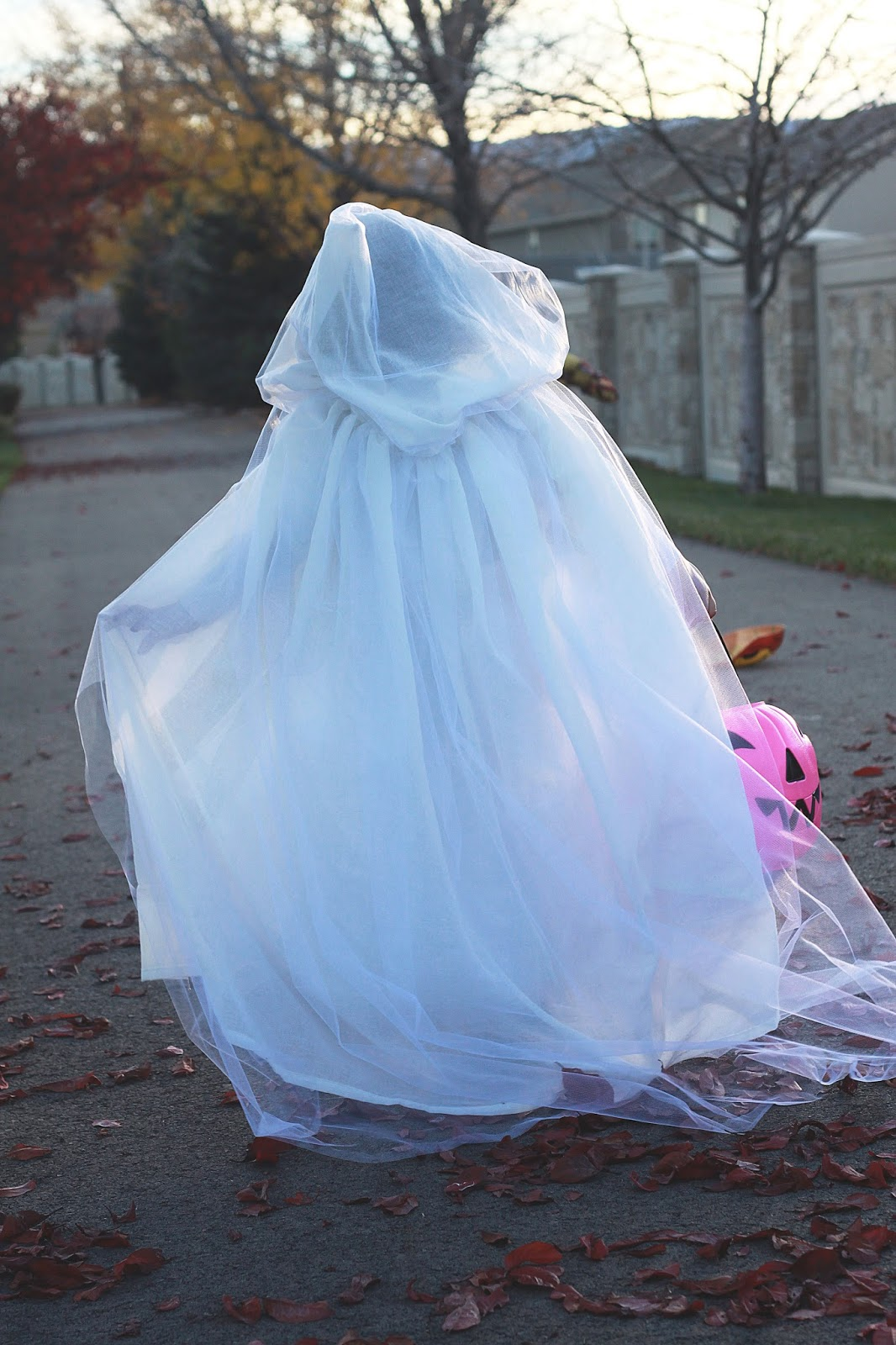 DIY Ghost Costume & do it yourself as: DIY Ghost Costume