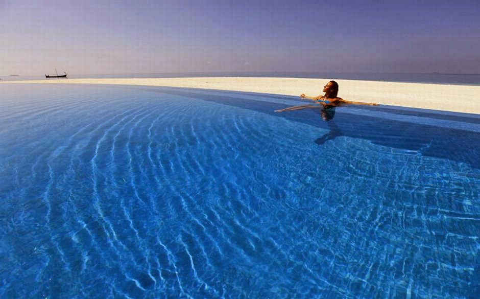 Infinity Pool at Velassaru Maldives