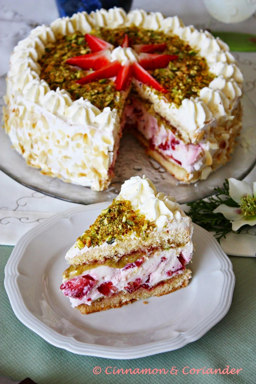 Erdbeer Joghurt Torte mit Marzipan