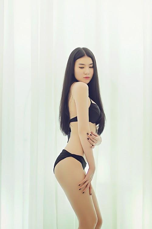 Huyền Thư - Thư Huyền bốc lửa với bikini