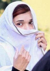 بالصور عائله فى باكستان تمنع ابنتها من الذهاب الى المدرسه بسبب جمالها.