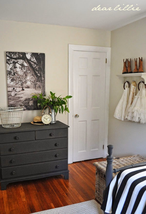 dear lillie the other side of lillie and lola 39 s old fashioned new england bedroom and a new. Black Bedroom Furniture Sets. Home Design Ideas
