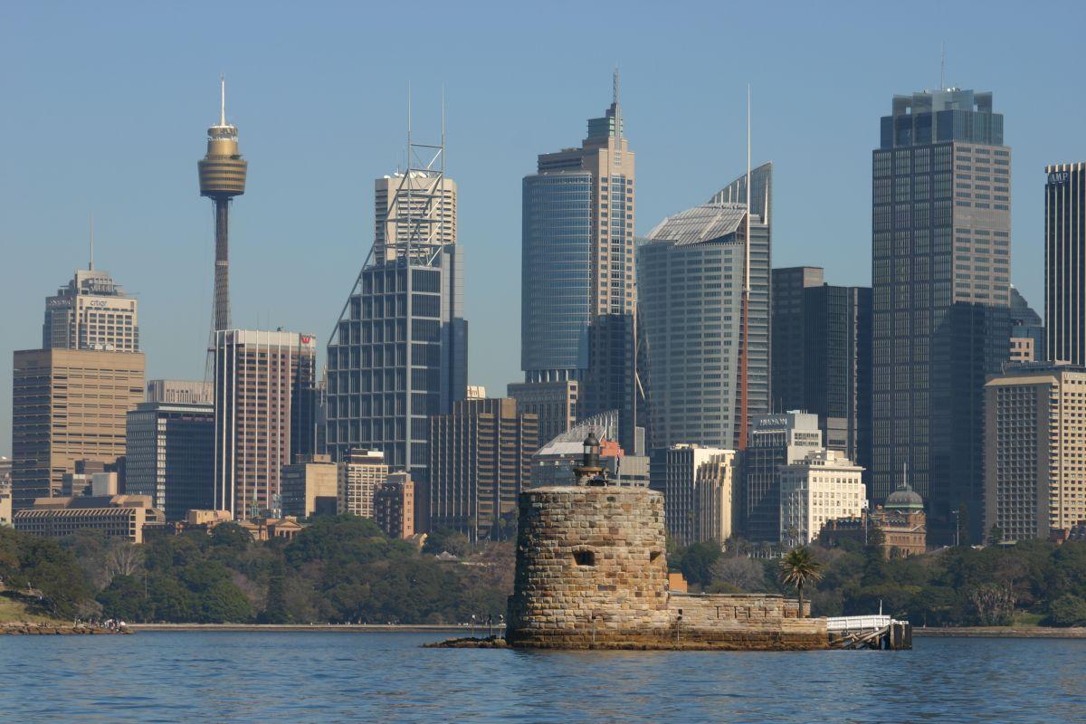 http://4.bp.blogspot.com/-qjmP_AQqOxo/T045ViRK6ZI/AAAAAAAAFjc/qZ5El6qfK60/s1600/Fort_Denison_and_Sydney_skyline.jpg