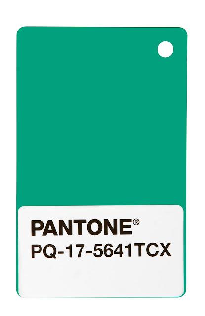 island of white pantone vert meraude la couleur de l 39 ann e 2013. Black Bedroom Furniture Sets. Home Design Ideas