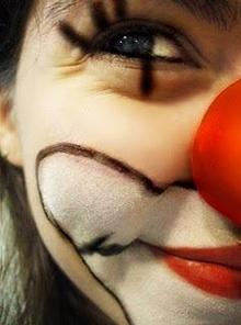 Um sorriso é a curva mais bonita no corpo de qualquer pessoa.
