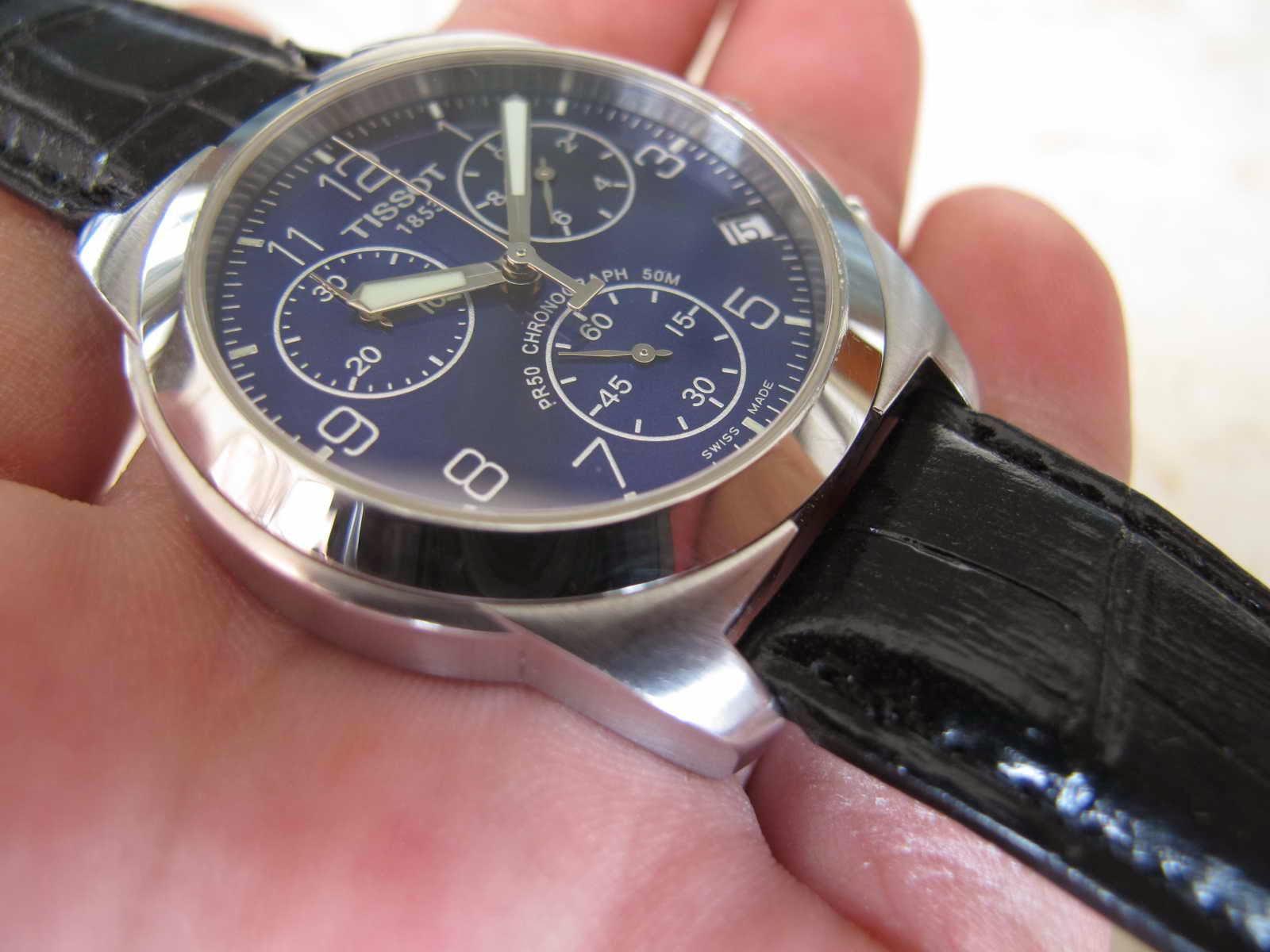 Kondisi bagus jalan chrono juga default Cocok untuk Anda yang sedang mencari jam tangan Chronograph Swiss made dengan dial biru