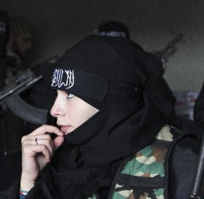 Wanita+Pejuang Wanita Cantik Penembak Jitu Perang Suriah