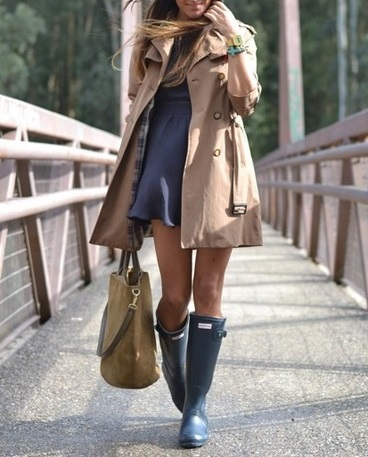 Look do dia - Trench-coat creme Zara,  vestido azul Zara e galochas Hunter