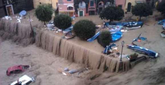 http://4.bp.blogspot.com/-qkDmKEx5c5Q/TtgeoCQVChI/AAAAAAAAAF4/T2wPglNYPyk/s1600/alluvione_genova_4nov2011.jpg