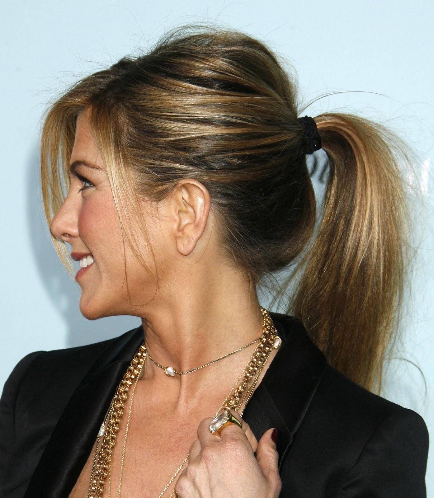 http://4.bp.blogspot.com/-qkJrMTz50nk/TyBfBPCLvAI/AAAAAAAABL8/GjMbIEwW7vo/s1600/Rabinho+com+bump+it+_Jenniferaniston.jpg