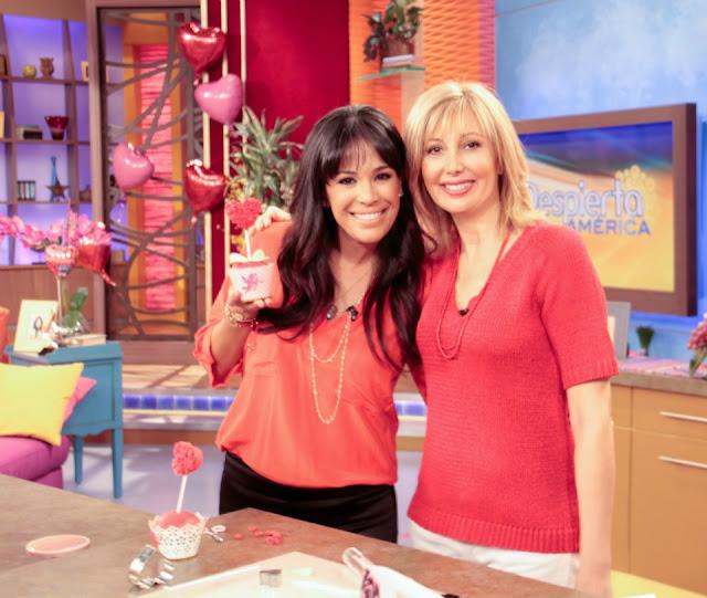 Karla Martinez con los Cupcakes de Alta Costura de Patricia Arribálzaga