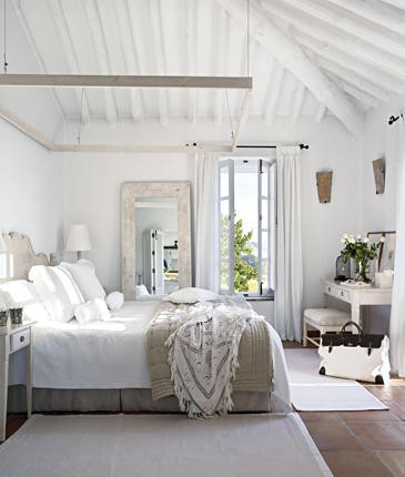 The farmhouse master bedroom - Dormitorios blancos ...