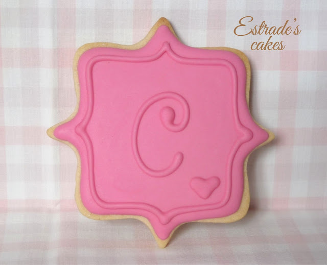 galleta de etiqueta C con glasa 1