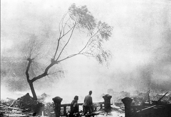 20 Shocking Pictures Of Hiroshima, The First City In History To Be Destroyed By An Atomic Bomb - Survivors in Nagasaki.