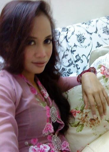 Awek Cun Macam Model lepak di Rumah melayu bogel.com