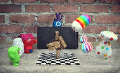 Boneka Danbo bersama Keluarga