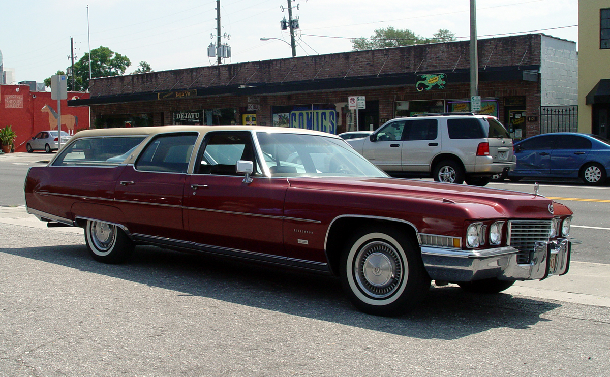 old hippie willie: Doug Young\'s 1972 Cadillac wagon. Way cool.